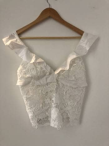 Blusa de tiras blanca encaje en V